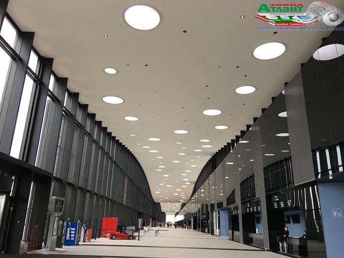 Световые окна в потолке конгрессно-выставочного центра «ЭкспоФорум».
