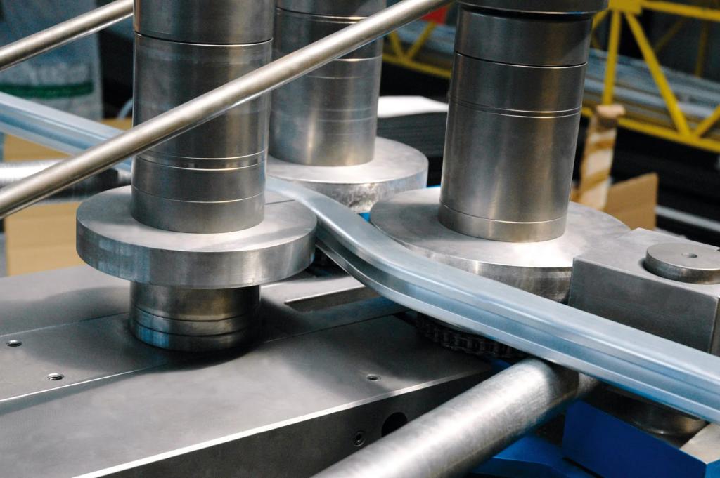 Гнем по радиусу алюминиевый конструкционный профиль.